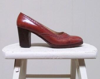 Vintage 1960s Shoes / 60s Brown Leather Wingtip Pumps Mabel Julianelli Size 6 US