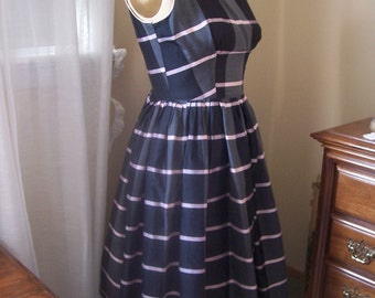 Vintage 1950s party dress, gray and pink 26 inch waist VLV