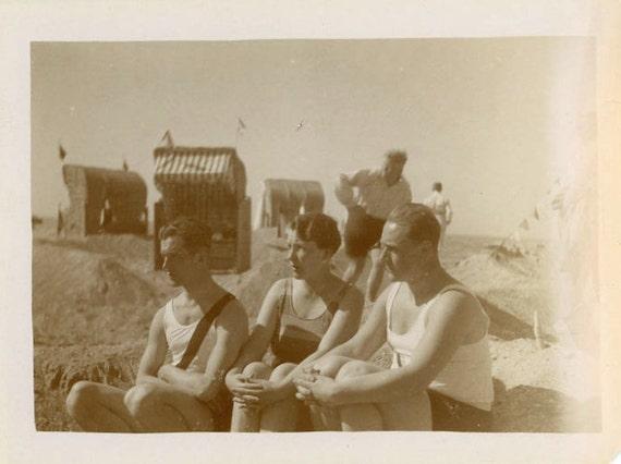 "1929 Vintage Photo ""Beach Family"", Photography, Paper Ephemera, Antique, Snapshot, Old Photo, Collectibles - 0013"