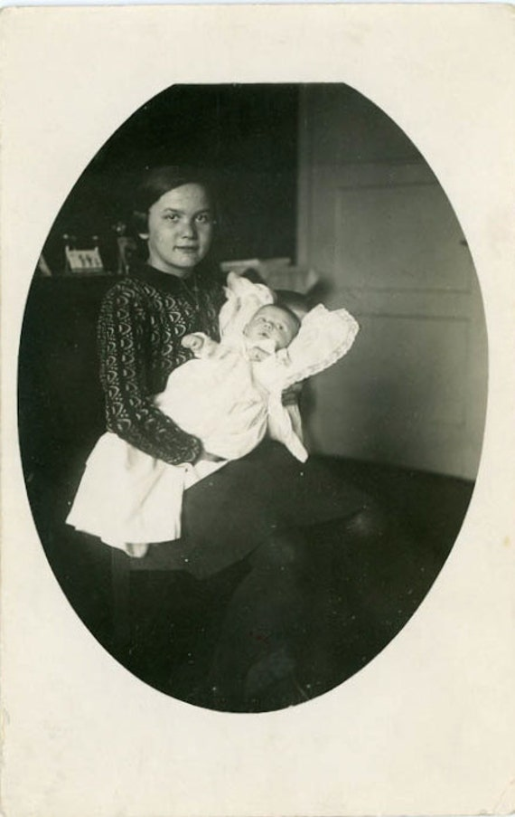 "Vintage Photo Postcard ""Young Mother and Baby"", Photography, Paper Ephemera, Snapshot, Old Photo, Collectibles - 0079"