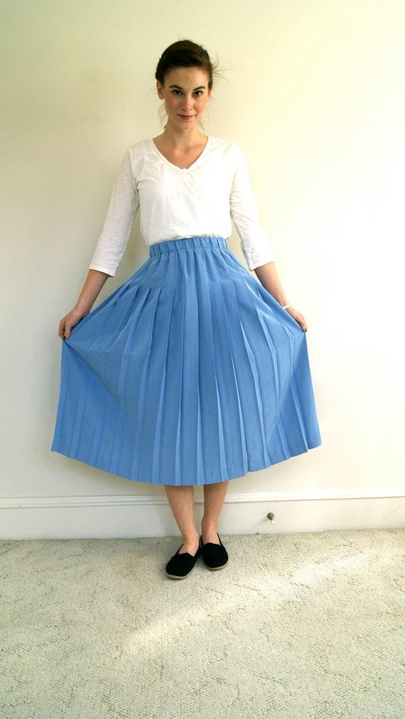 ON SALE. Vintage Skirt. Sky Blue. 1990s / 90s. Accordion Pleat. Medium.