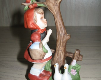 Ceramic Statue Figurine Girl With Ducks Standing By Bird House 1950-1960