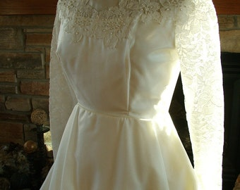 Vintage wedding dress 1970s chantilly lace bridal gown long sleeves alternative dress