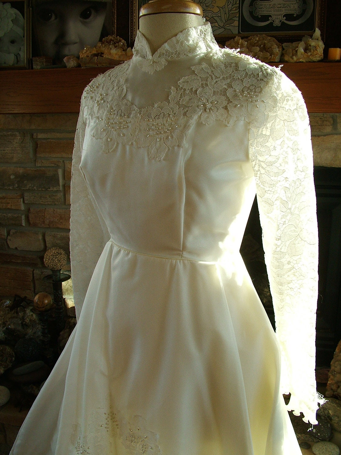 Vintage wedding dress 1970s chantilly lace bridal gown long for 1970s vintage wedding dresses