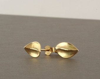 14k gold stud earrings, solid gold earrings, gold leaf earrings, gold leaf stud earrings, hammered gold earrings, leaf studs