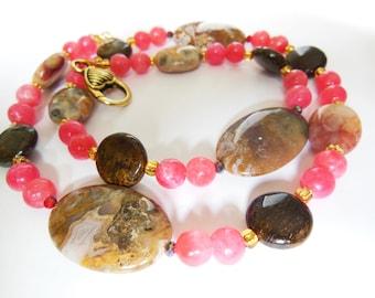 Agate gemstone necklace. 352