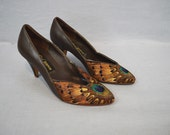 1970s Peacock Feather Heels / Vintage Brown Leather Shoes / Natural Bird Feathers / Sex Kitten Heels