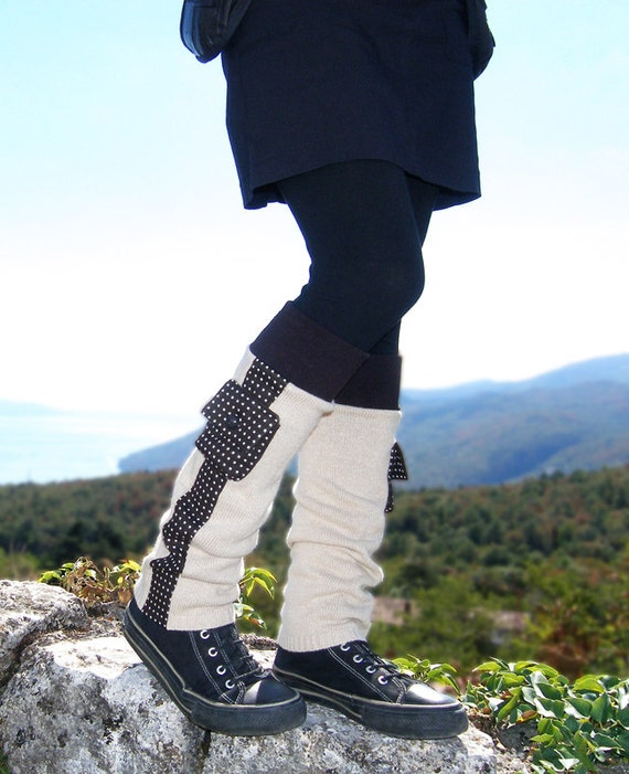 Wool leg warmers in dark brown and beige with tiny pockets