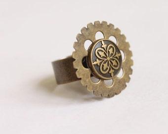 Adjustable Brass Gear/Cog/Sprocket Ring With Ornate Victorian/Steampunk Button