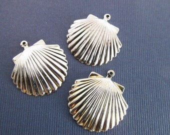 6 Vintage 16mm Silverplated Metal Shell Pendants Pd244