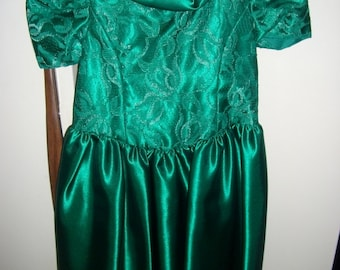 Vintage Girls Emerald Green Satin & Lace Dress Size 5 NOS Only 14 USD