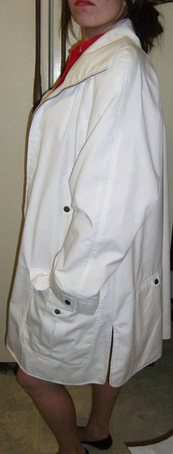 SALE 20% Off Vintage White 5 Pocket Windbreaker Jacket Medium Now 5.60 USD