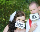 Photo Props - Mr & Mrs Signs - Scalloped Edges and Dot Borders in Black and White - Item 007