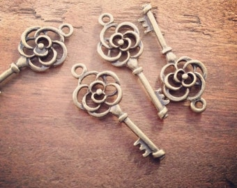 Skeleton Key Charms, Antique Bronze, Small Rose Key, Vintage Jewelry Supplies (BD151)