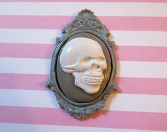 Skull Cameo Pendant OR Brooch (grey)