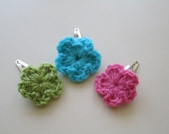 Hand Knitted Flower Hair Clips. Hair Clip Set. Snap Clips. Little Girl Hair Accessories. Hot pink, Turquoise, Green Knitted Flower Clips