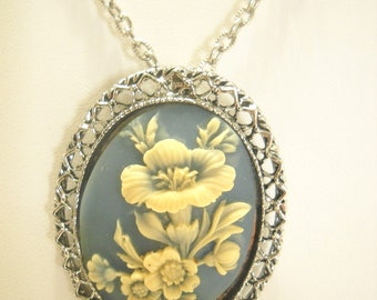 Silver Tone RESIN FLORAL CAMEO Brooch or Pendant Necklace (1898)