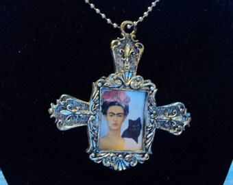 Frida Frame pendant