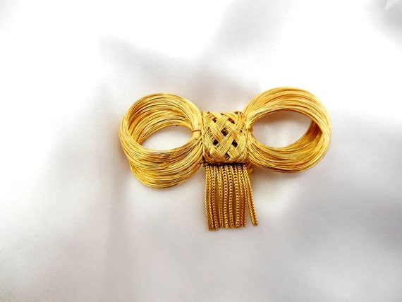 Vintage JEANNE Brooch Twisted Gold Wire and Dangling Chain Fringe