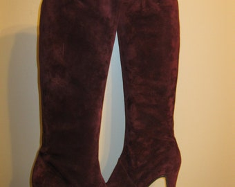 GORGEOUS Designer Helene Arpels Plum Purple Color Suede Tall Knee- High Heel Boots Pirelli Rubber Sole 7 7.5