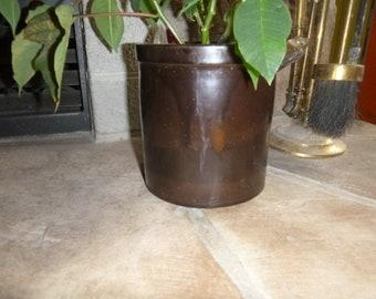 Small brown crock pot