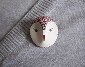 Bird totem- owl brooch- woodland creature- small pattern - pale pink color
