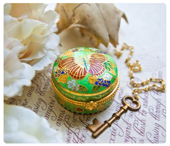 solid perfume in cloisonne compact - over 60 spastically awesome aroma options - the matronus charm - numb 3 - victorian kink at its finest