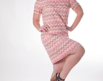 Zigs For Zags 1950s / 1960s Vintage Korell Pink And Tan Zig Zag Abstract Print Wiggle Cocktail Party Dress Sz 14 Plus / Large