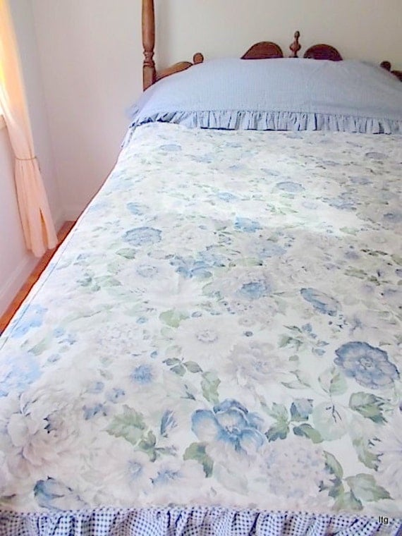 SALE Vintage Twin Duvet Cover with Gingham and Floral Motif (1)