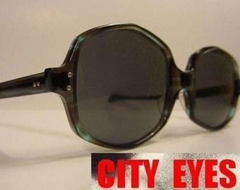 1970s Big Eyes Tortoise Sunglasses vintage optical frames eyeglasses eye glasses sun sunglasses eyewear eye wear tortoise smoke blue green