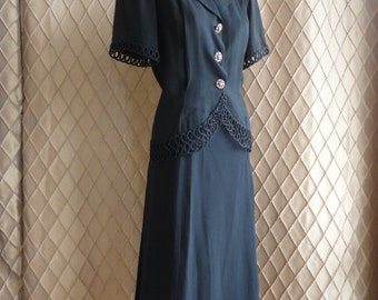 40s Suit // Vintage 1940s Black Skirt Suit with Fabulous Pink Swirly Buttons and Amazing Trim Size M