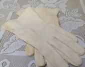 CLEARANCE Antique Creamy White Ladies Gloves, Soft Vintage Crochet Detail Women's Gloves, Vintage Wedding