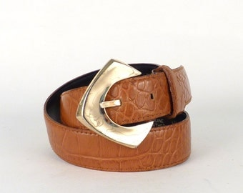 "Classy vintage leather designer belt - By Liz Claiborne Geometric large gold Buckle Cowhide Texture Tan light alligator pattern size 30"" (G)"