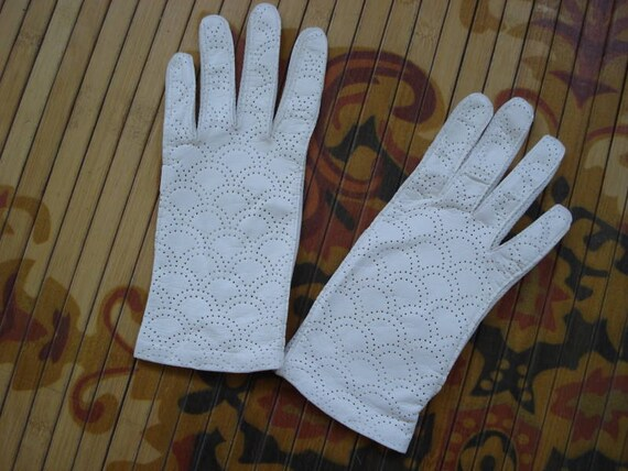 1960s White Kid Leather Wrist Driving Gloves Size 6.5 2012363