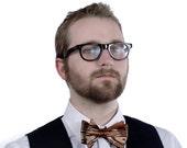 Wood bow tie. Faux bois print bowtie. Men's freestyle Self-tie & adjustable tie. Silkscreened cinnamon brown woodgrain necktie.