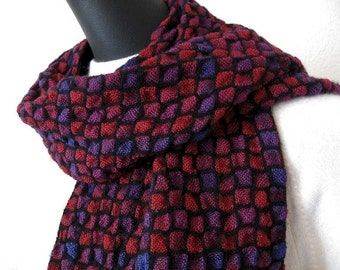 Rich Reds - Handwoven bumpy scarf