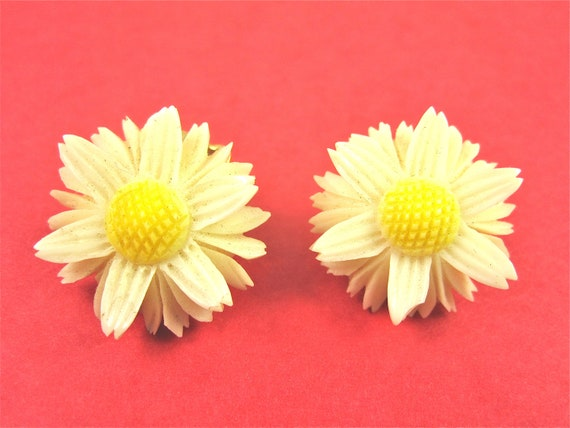Vintage Daisy Flower Celluloid Earrings
