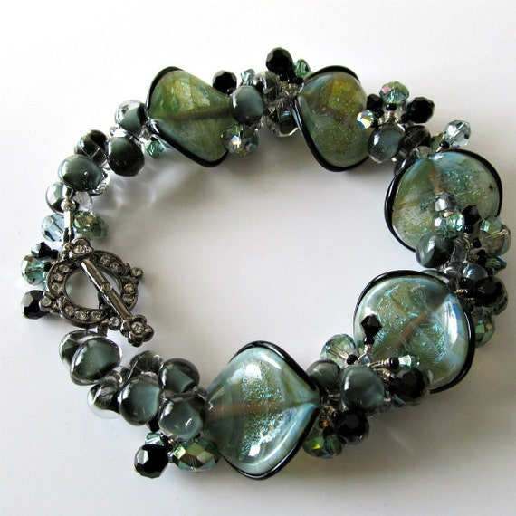 Seashell glass bracelet Unicorne glass beads Green Crystals Beaded bracelet Beaded jewelry by pacificjewelrydesign on Etsy