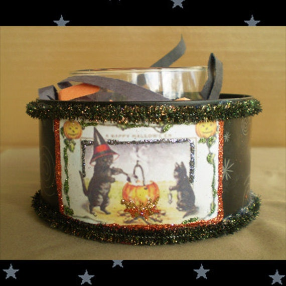 Kitty campfire Halloween candle Can