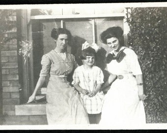 vintage photo 1910 Young ladies and Girl Window Flowers Rock Island Illinois