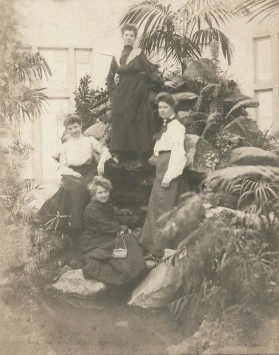 vintage photo 1902 Young women PAlm Garden Arboretum