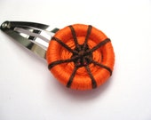 Dorset Buttons  Halloween Spider Sitting on a Pumpkin  - Handmade  Button Hair Snap Grips Clips - Orange and Brown