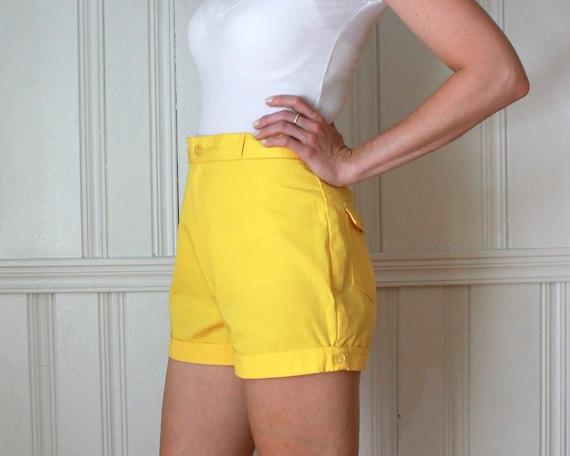 ON SALE Vintage 1970s Sunbusrt Yellow High Waisted Cuffed Camp Shorts sz 2