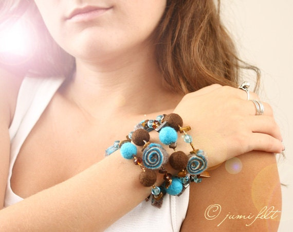 SALE - Bracelet - 'Deep of the Caribbean sea' - Mix of Turquoise and Brown colors