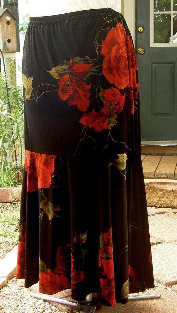 3x - 22 24 Plus Size Mermaid Skirt in Velvet With Red Cabbage Roses