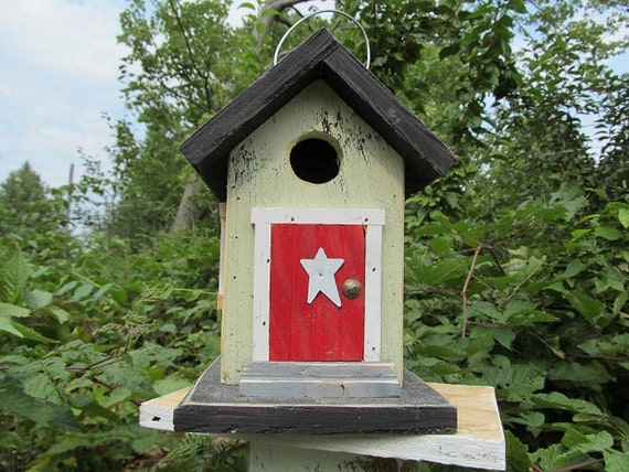 Cozy Lith Green Red Door Birdhouse White Trim White Painted Star