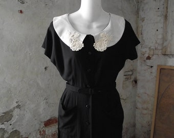1950s Black Dress with Lace Embroidered Collar Small Petite