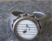 Typewriter Key Ring, Musical Note, genuine vintage key, vintage sheetmusic, Jewelry made with Typewriter Keys