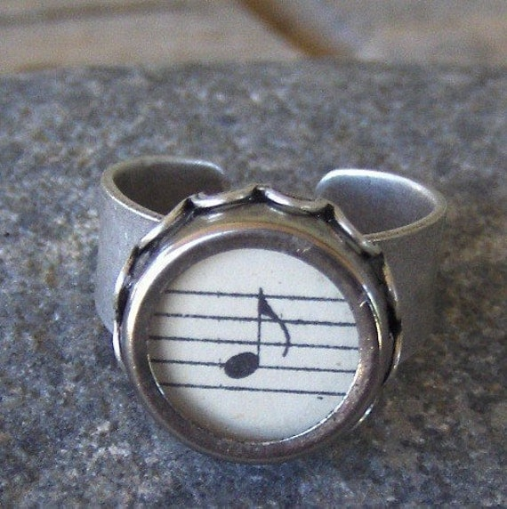 Typewriter Key Ring, Musical Note, genuine vintage key, vintage sheetmusic, Jewelry made with Typewriter Keys