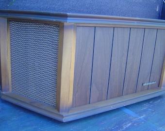 Vintage Mid Century Modern 1967 Magnavox Shelf Speaker
